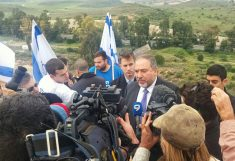 שר החוץ בגבעת קובי 1-